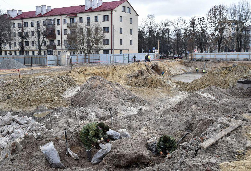 Mass grave in Brest.jpg