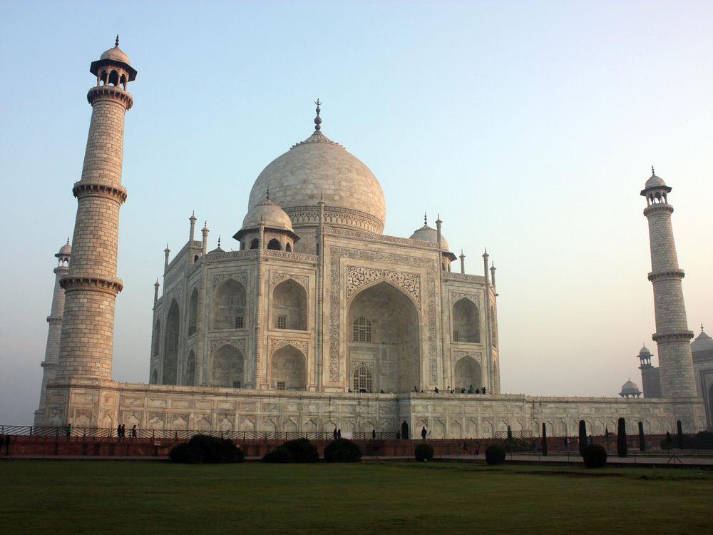 Taj_Mahal_at_morning_from_south-east.jpg