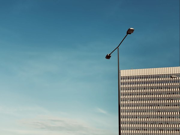 Hidden minimalism in a busy street thumbnail