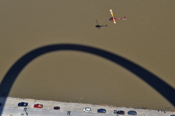 Shadow of the Gateway Arch thumbnail