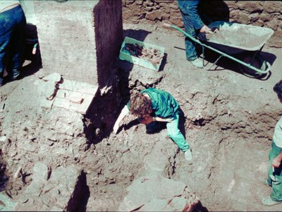 Excavation of a grave at the Roman site in 1992