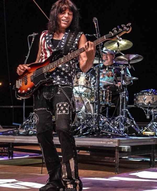 Rudy Sarzo with The Guess Who thumbnail