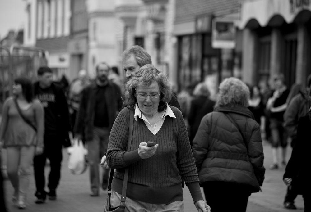 walking texting 2.jpg