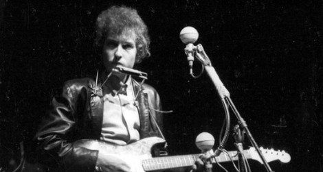 Dylan performs at the Newport Folk Festival