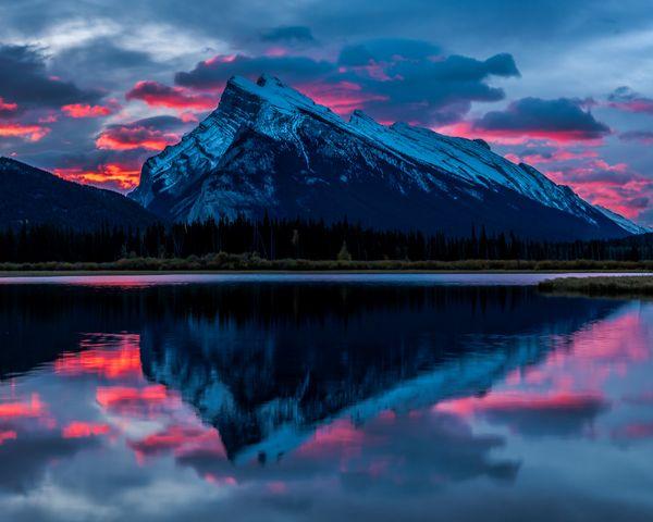 A vibrant sunrise in Banff, Canada thumbnail