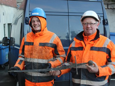 Plumber planner Jannick Vestergaard and engineer Henning Nøhr posing with their discovery.