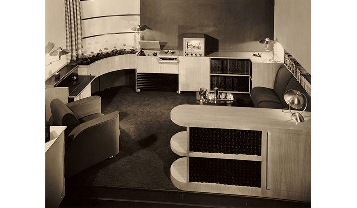 Musicorner room designed by John Vassos displayed at the American at Home Pavilion, 1940 New York World's Fair, 1940 / Richard Averill Smith, photographer. John Vassos papers, 1920-[198-]. Archives of American Art, Smithsonian Institution.