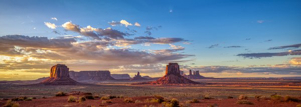 Expansive View of Monument Valley at Sunset thumbnail