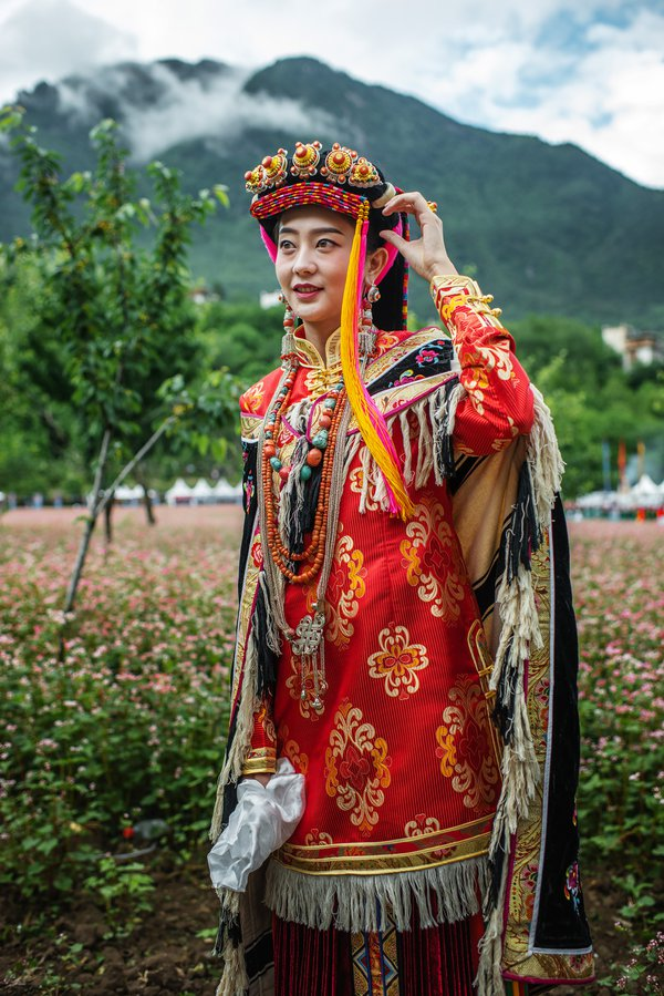 Girl in Traditional Outfit thumbnail