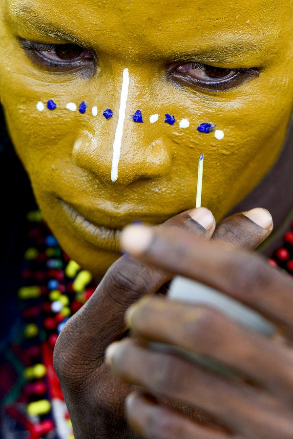 A bororo puts on makeup before traditional dance thumbnail