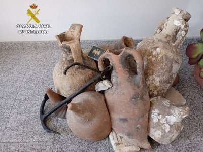 Police discovered a total of 13 Roman amphorae and an 18th-century anchor inside a frozen seafood shop in Alicante, Spain.