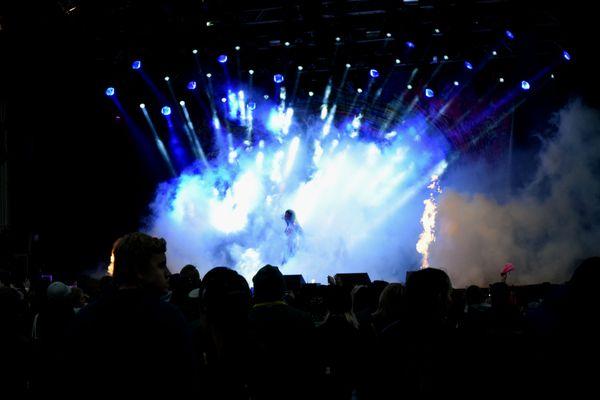 Singer on stage thumbnail