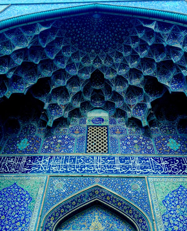 The blue arch of a mosque in Esfahan thumbnail