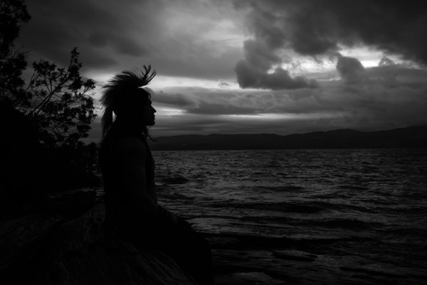 Silhouette of Native American Jonas Rydell and his Roach headdress thumbnail