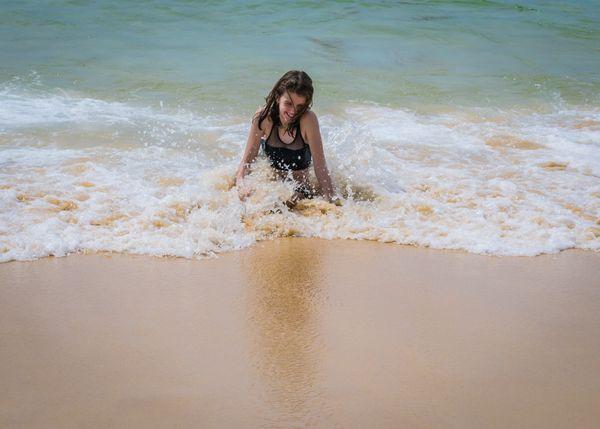 Splashing girl thumbnail