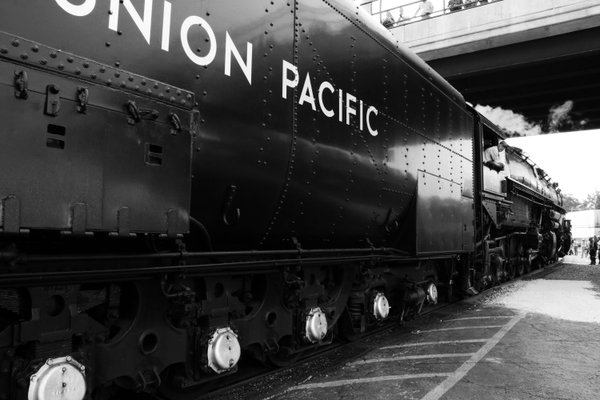 The Big Boy 4014 backs into the train yard thumbnail