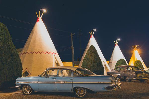 Wigwam Motel at Night thumbnail
