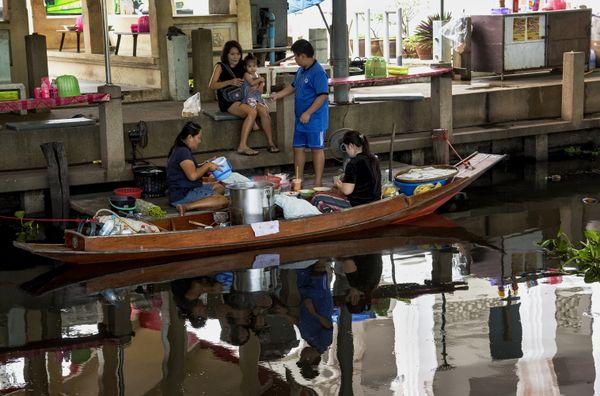 Busy family at Bangkok thumbnail