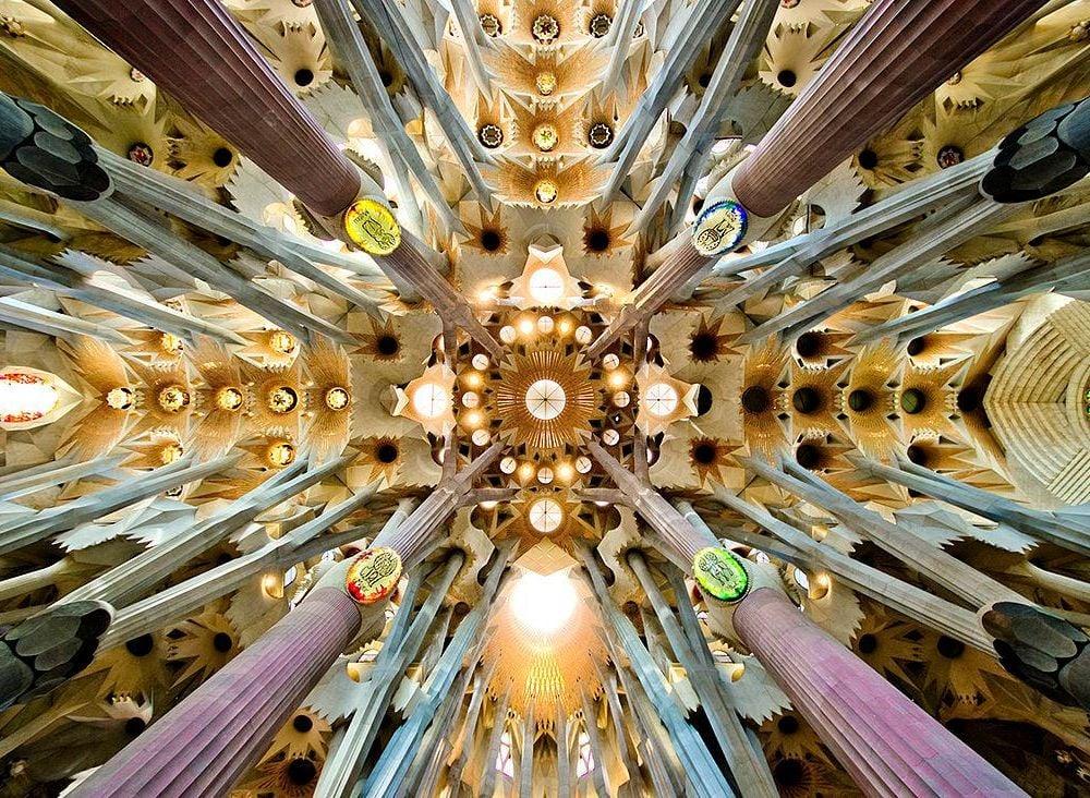 1280px-Sagrada_Familia_nave_roof_detail.jpg
