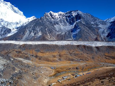 Trekking paths leading to Everest Base Camp