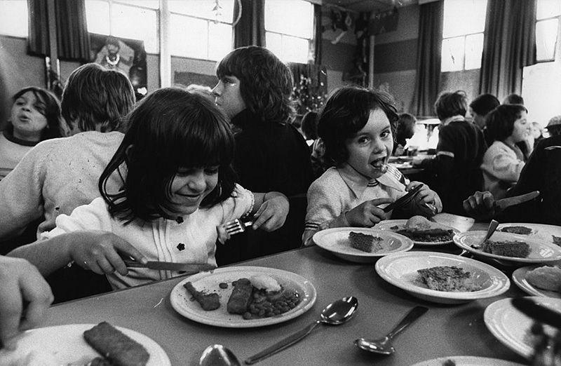 schoolchildren eating fish sticks