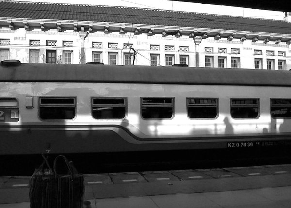 Train station atmosphere in the morning in black and white photography thumbnail