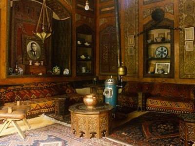Located off Al-Amin Street in the old Jewish Quarter, Beit Farhi is the real power center in Old Damascus.