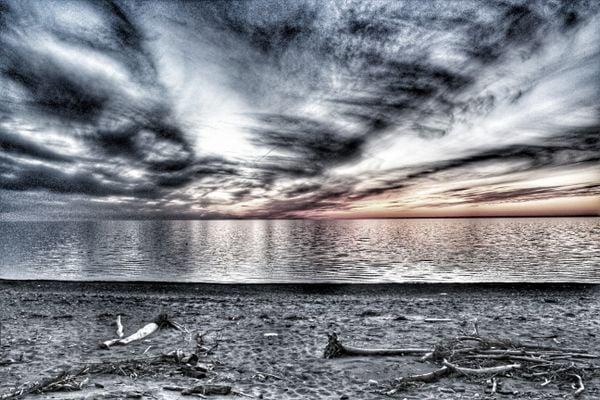 Dramatic Erie Beach thumbnail