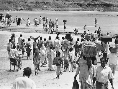 Refugees stream across the River Ganges Delta at Kushtia, fleeing the violence in East Pakistan during the ongoing West Pakistani military campaign called Operation Searchlight. (AP Photo/Michel Laurent)
