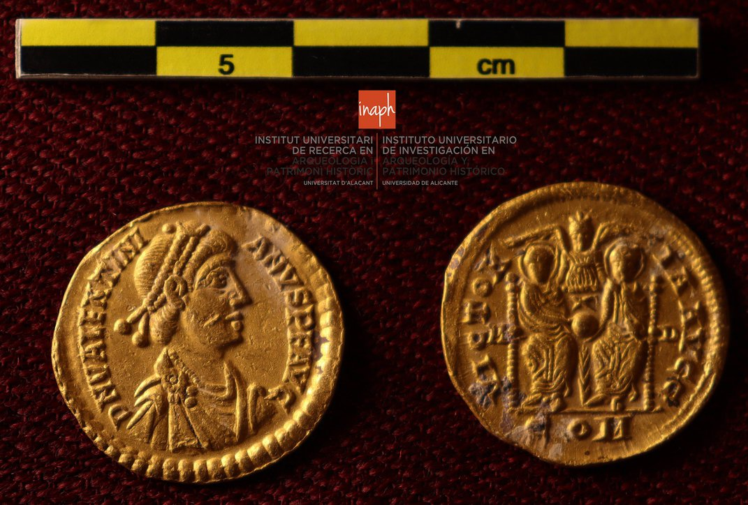 Amateur Divers Discover Trove of 53 Roman Gold Coins in Spain