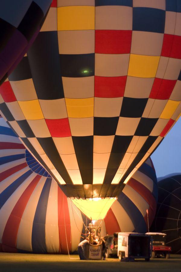 Traditional Balloon Glow the night of a Balloon Festival. White Sands Hot Air Balloon Invitational thumbnail