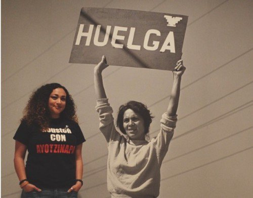 Michelle Tovar during her LMSP fellowship in 2015, viewing the Dolores Huerta exhibition at the National Portrait Gallery