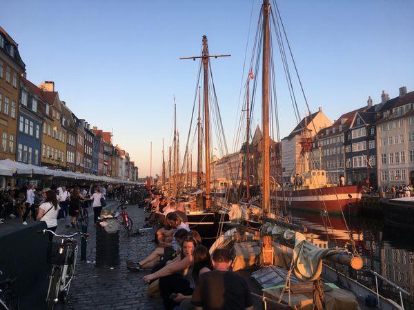 Dinnertime in Nyhavn  thumbnail