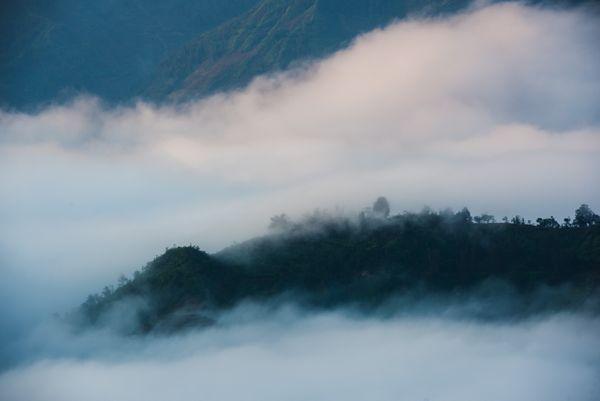 Between clouds thumbnail