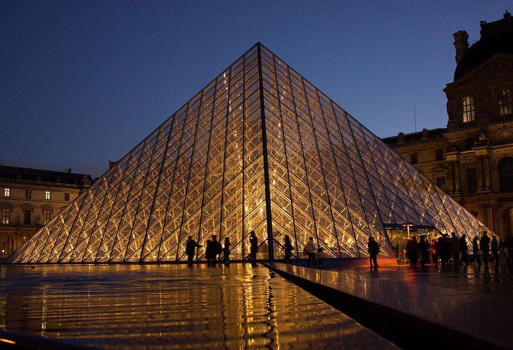 1024px-Louvre_Pyramid.jpg