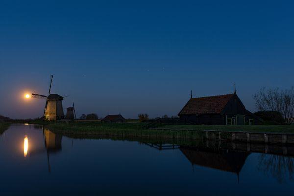 Dutch full moon thumbnail