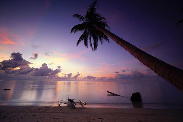 Sunrise in Denawan Island thumbnail
