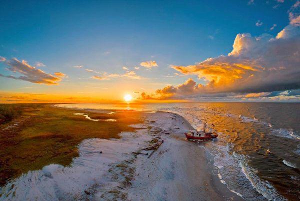 Sun-kissed Shipwreck thumbnail