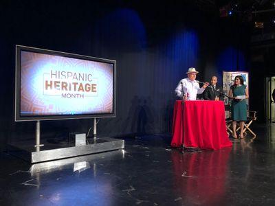 Smithsonian Latino Center Director, Eduardo Diaz, accepts award on behalf of the center. Photo credit: Kelly Carnes