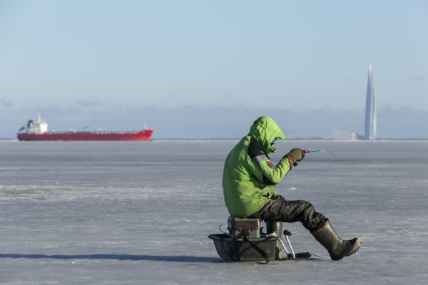 Fishing under the ice thumbnail