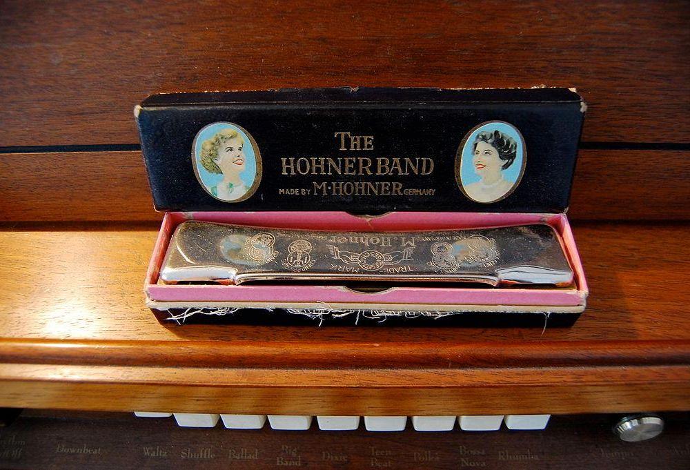 Standard Hohner harmonica