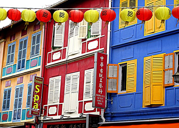 Colorful shophouses in Singapore's Chinatown thumbnail