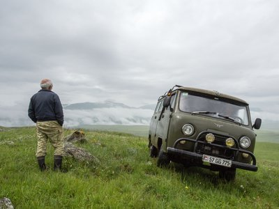 Sasun, a local guide, takes in the view of Mount Ughtasar. (My Armenia Program)