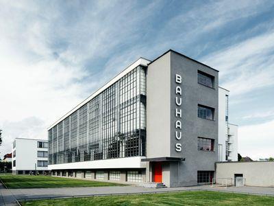 Walter Gropius' Dessau Bauhaus building