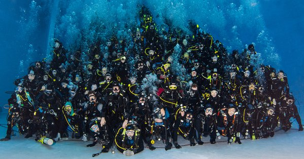 world record underwater human piramid thumbnail