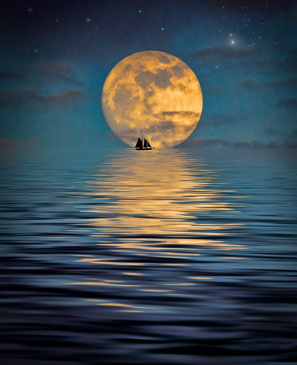 Fantastic Moonlight Over the Ocean thumbnail