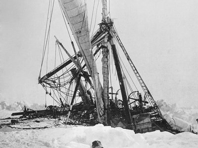 The Endurance sinking in 1915