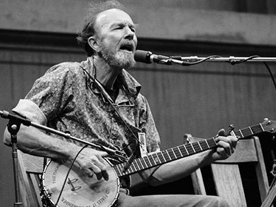 Folk musician Pete Seeger performing at the Bread and Roses III benefit concert in 1979.