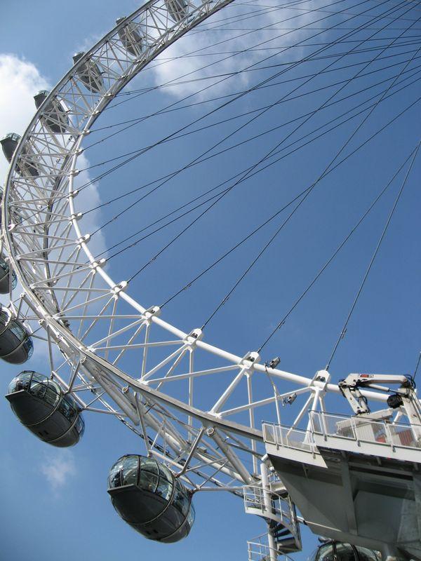 A pigeon's eye view of the London Eye, London, UK thumbnail