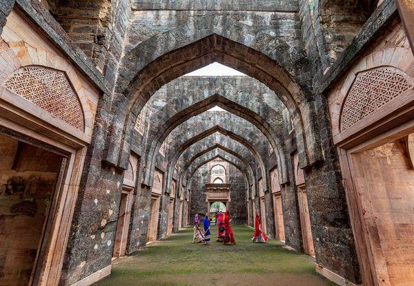 hindola palace of mandu thumbnail